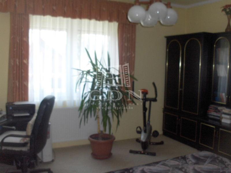 http://www.gdn-ingatlan.hu/nagy_kep/balatonfersing/gdn-ingatlan-126659-1434037470.49-watermark.jpg