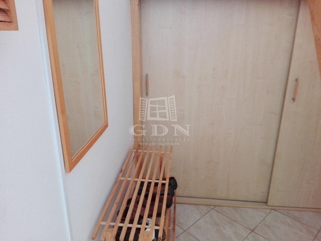 http://www.gdn-ingatlan.hu/nagy_kep/balatonfersing/gdn-ingatlan-232349-1543840140.42-watermark.jpg