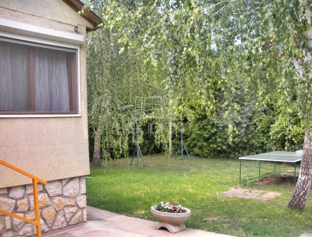 http://www.gdn-ingatlan.hu/nagy_kep/balatonfured/gdn-ingatlan-205390-1497429664.47-watermark.jpg
