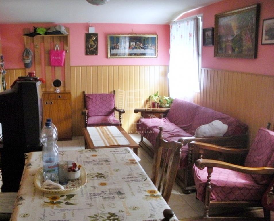http://www.gdn-ingatlan.hu/nagy_kep/balatonfured/gdn-ingatlan-205390-1497429665.88-watermark.jpg