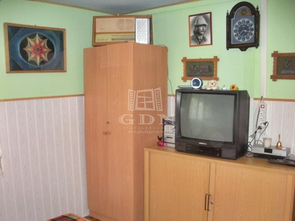 http://www.gdn-ingatlan.hu/nagy_kep/balatonfured/gdn-ingatlan-205390-1497429669.11-watermark.jpg