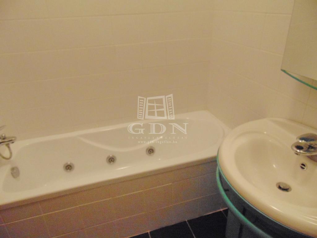 http://www.gdn-ingatlan.hu/nagy_kep/best-sellers/gdn-ingatlan-182667-1477341736.51-watermark.jpg