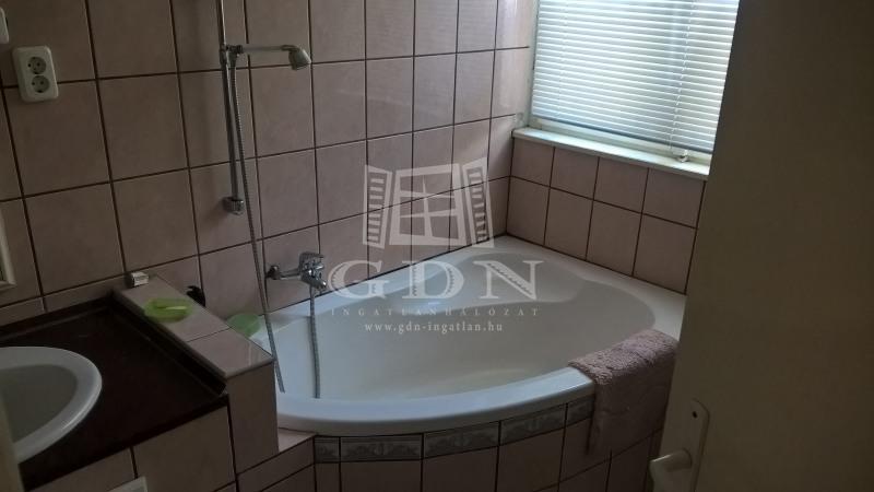 http://www.gdn-ingatlan.hu/nagy_kep/besthome/gdn-ingatlan-137351-1441116105.28-watermark.jpg