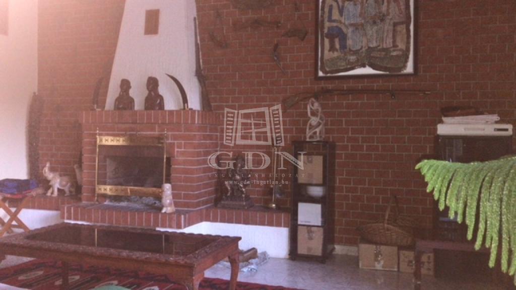 http://www.gdn-ingatlan.hu/nagy_kep/dunakeszi/gdn-ingatlan-240913-1533064104.8-watermark.jpg
