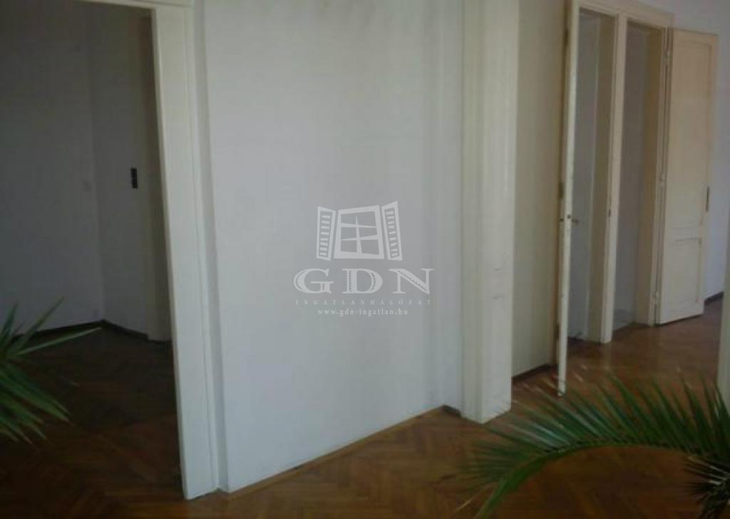 http://www.gdn-ingatlan.hu/nagy_kep/happypecs/gdn-ingatlan-228788-1521004266.86-watermark.jpg