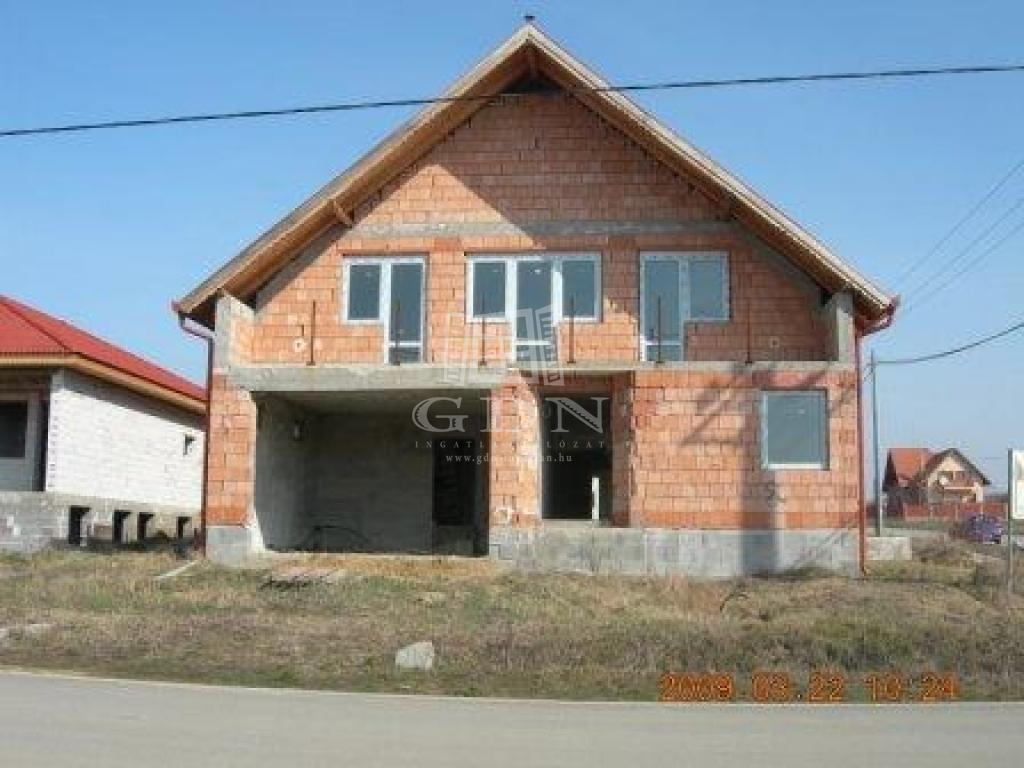 Eladó Pécel Családi ház