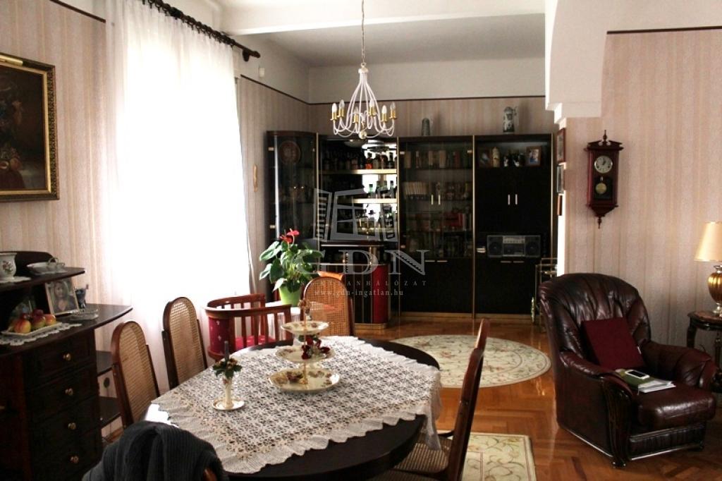 Eladó Budapest XVI. kerület Családi ház