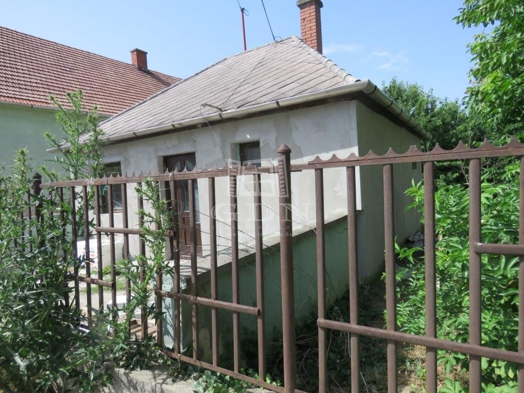 http://www.gdn-ingatlan.hu/nagy_kep/marczkft/gdn-ingatlan-134951-1528875817.95-watermark.jpg