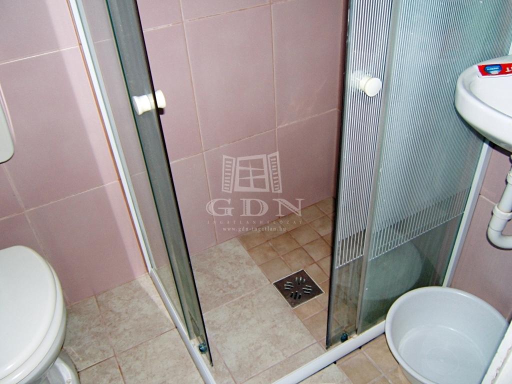 http://www.gdn-ingatlan.hu/nagy_kep/sashalom/gdn-ingatlan-240206-1532349671.9-watermark.jpg