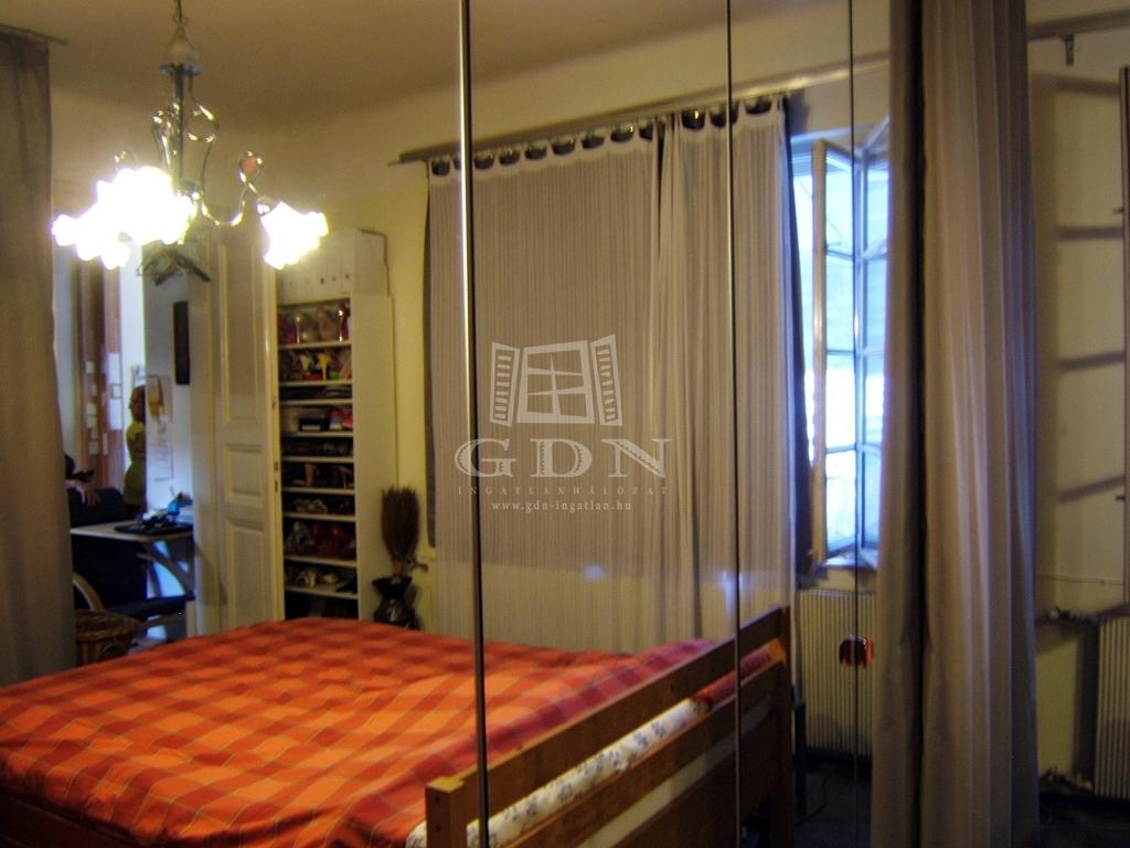 http://www.gdn-ingatlan.hu/nagy_kep/sashalom/gdn-ingatlan-240206-1532349698.61-watermark.jpg