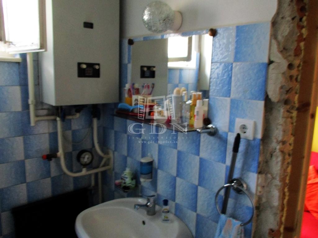 http://www.gdn-ingatlan.hu/nagy_kep/sashalom/gdn-ingatlan-240885-1533027446.5-watermark.jpg