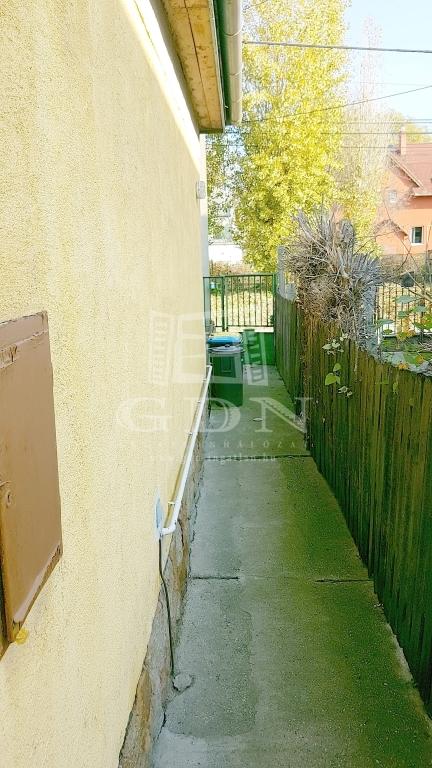 http://www.gdn-ingatlan.hu/nagy_kep/sashalom/gdn-ingatlan-249197-1541712577.65-watermark.jpg