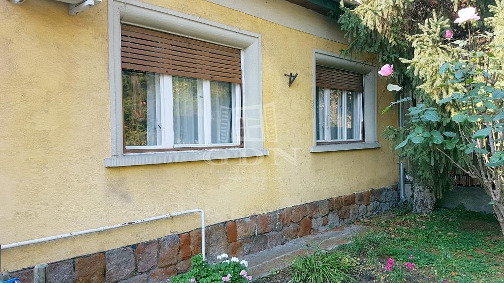 http://www.gdn-ingatlan.hu/nagy_kep/sashalom/gdn-ingatlan-249197-1541712578.61-watermark.jpg