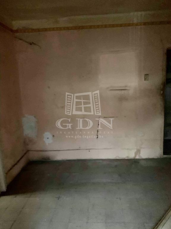 http://www.gdn-ingatlan.hu/nagy_kep/silverhome/gdn-ingatlan-281473-1575041368.91-watermark.jpg