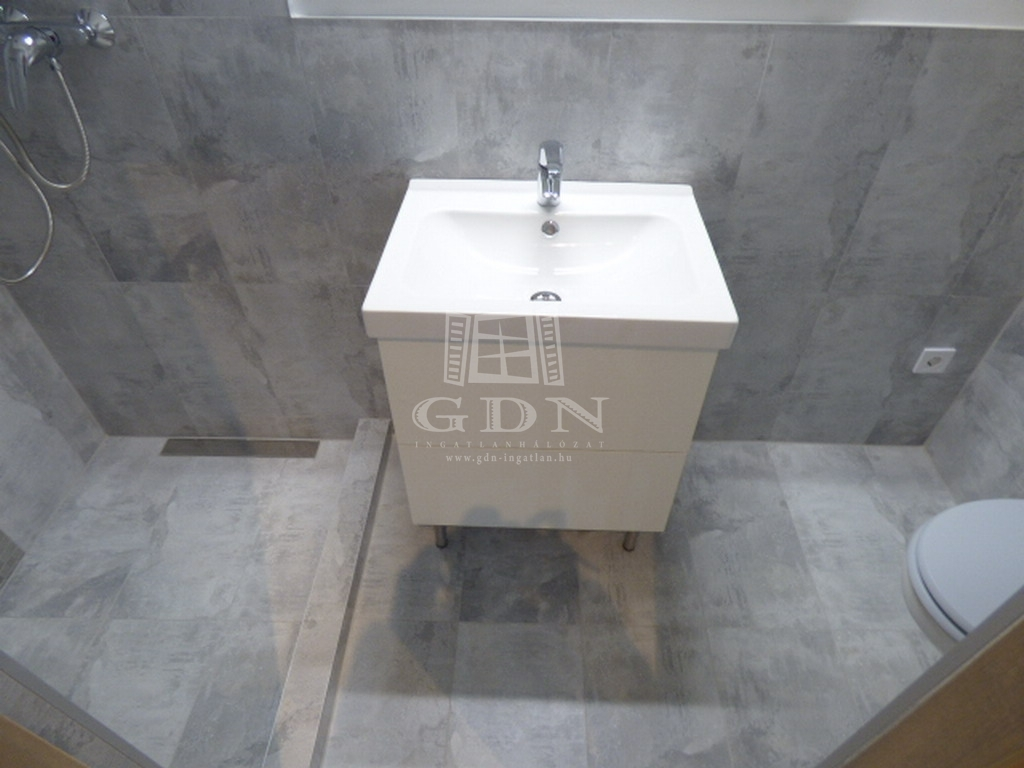 http://www.gdn-ingatlan.hu/nagy_kep/ubo/gdn-ingatlan-279963-1572976709.48-watermark.jpg